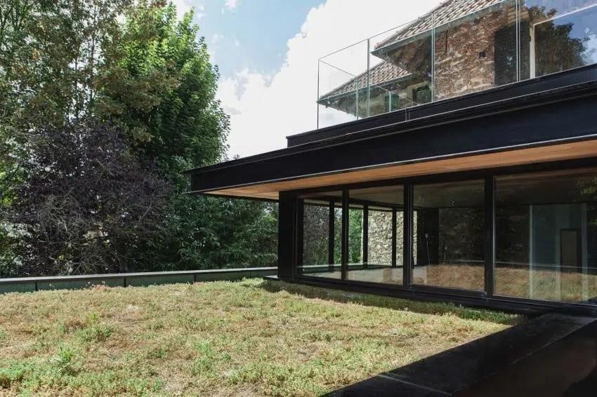 Extension moderne sur une maison ancienne dans les Hauts de Seine