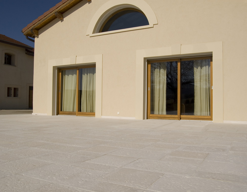 De la piscine la terrasse la dalle bourgogne en pierre - Terrasse pierre de bourgogne ...