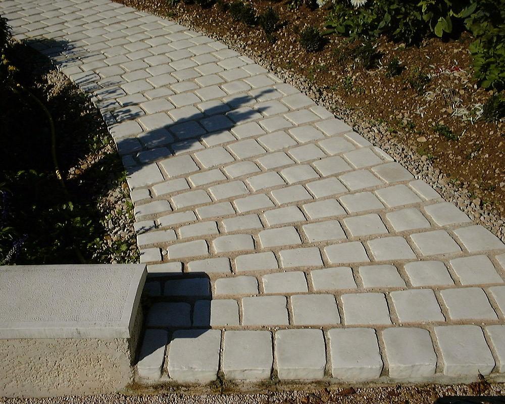 allée de pavés en pierre reconstituée