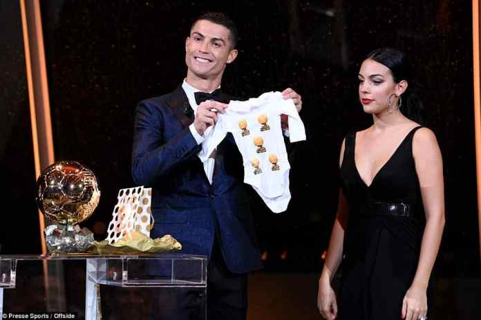 Ronaldo shows his delight at winning the fifth Ballon d'Or [www.AmenRadio.net]