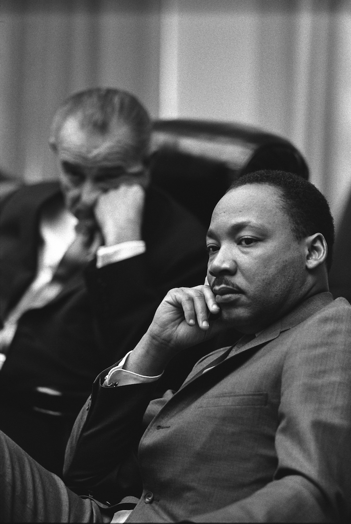 El presidente estadounidense Lyndon B. Johnson y el Rev. Martin Luther King Jr. se representan en este 1966 foto