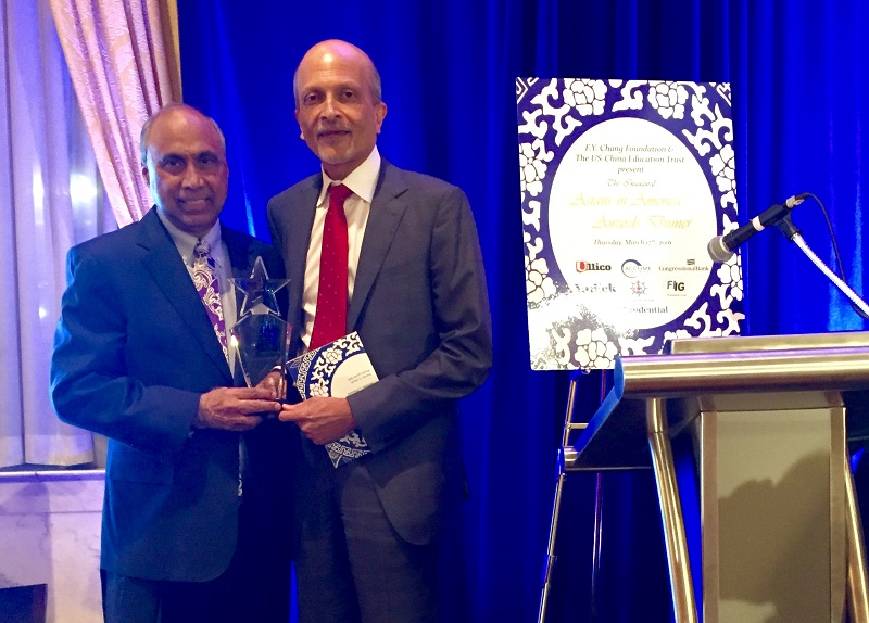 Indiaspora founder MR Rangaswami (right) receiving the Asians in America award from Frank Islam.