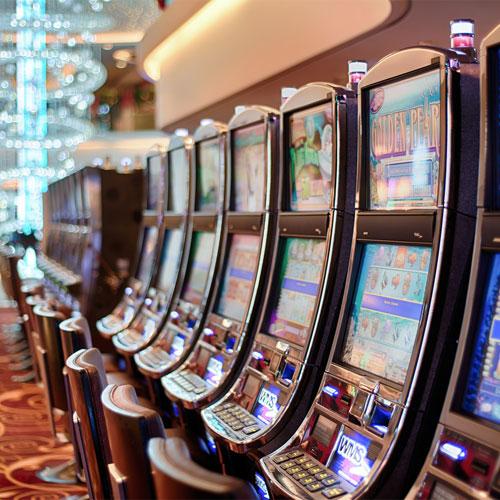are slot machines random?