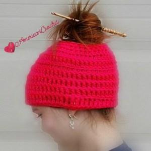 Simply Reversible Messy Bun Hat | Free Crochet Pattern | American Crochet @americancrochet.com #freecrochetpattern