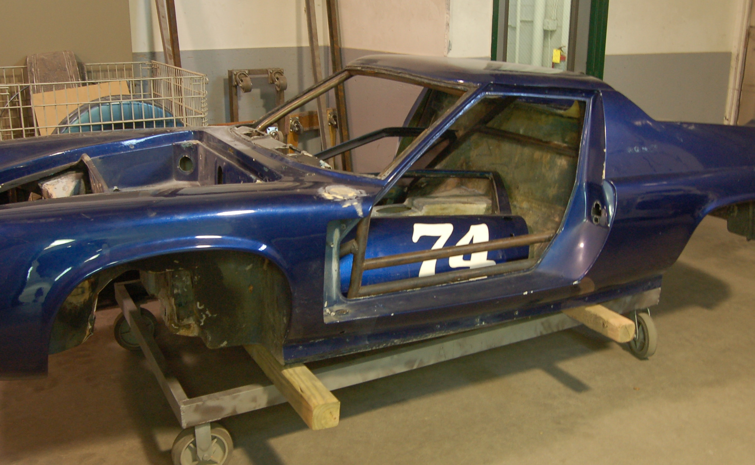 Lotus Race car for dry abrasive blasting (sandblasting)