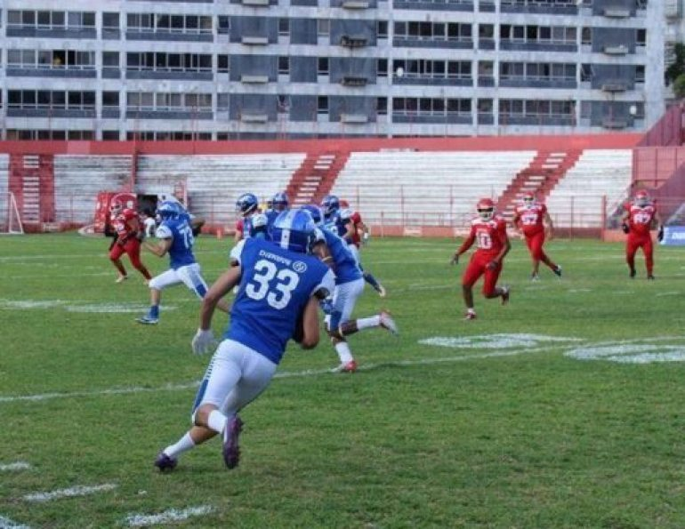 above: Junior Borges returns one of the many interceptions that he has appropriated during his career leading the Recife Mariner secondary. Photo Credit: Zero4 facebook page: https://www.facebook.com/zero4team/