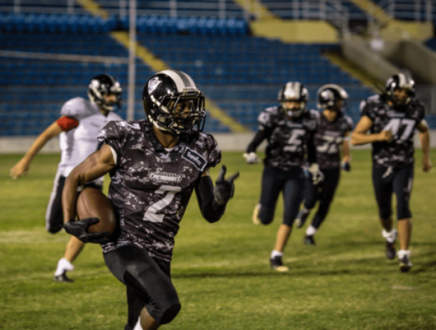 Caçadores all-purpose athlete, TB Battle, has a great football name, and even better game, scoring on receptions, interceptions and punt returns this season. Photo credit: Diego Dinelly