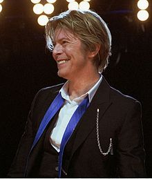 David-Bowie_Chicago_2002-08-08_photoby_Adam-Bielawski-cropped