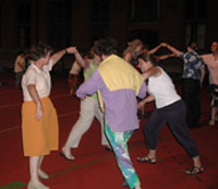 Americans teach people from many countries how to square dance at the workshop in Mechelen.
