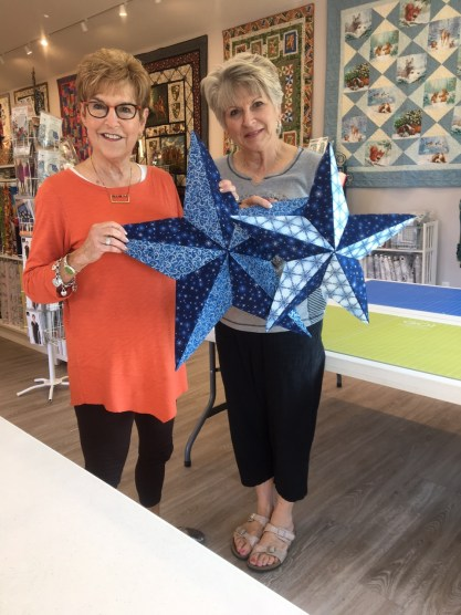 Here are some display ideas from the Fabriflair Sew Stars Event I did last week at Prairie Point Quilt Shop in Lenexa, Kansas.