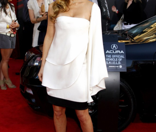 Elsa Pataky Hot Style Pictures Thor Movie Premiere Red Carpet Photos Pics