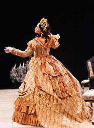 """Naomi Jacobson in """"Mary T. & Lizzy K."""" at Arena Stage. (Photo by Schott Suchman)"""