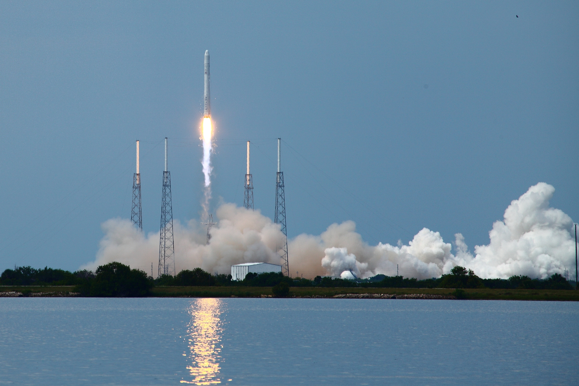 1 americaspace photo of the first flight spacex falcon 9 rocket from cape canaveral air force station space launch complex 40 photo credit alan walters 2