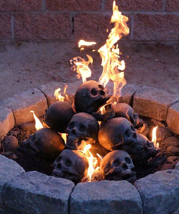 https://i0.wp.com/www.amerika.org/wp-content/uploads/blaze_of_skulls.jpg