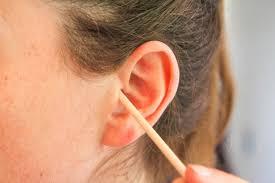 cure oreille en bois