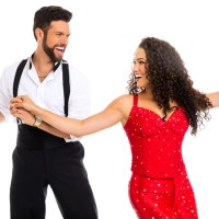 GLORIA ESTEFAN'S BROADWAY MUSICAL 'ON YOUR FEET' IS AN EMOTIONAL AND TRIUMPHANT AMERICAN DREAM