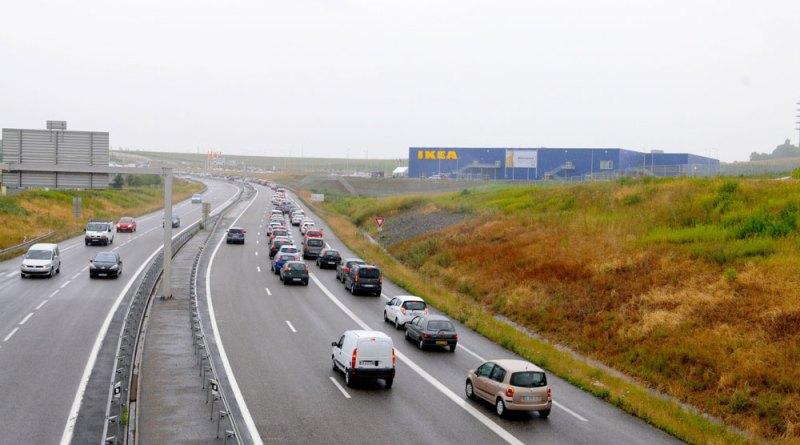trafic routier - Un géant jaune et bleu