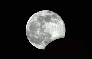 006841CH - Éclipse de lune partielle ce soir