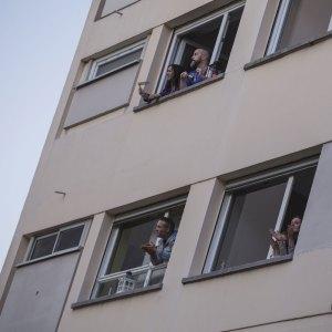 3 2020 03 BISCHHEIM CLorentzChante - Un ténor au balcon