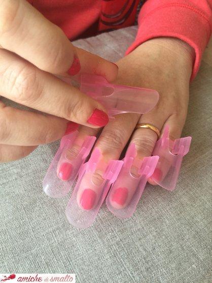 Foto mani con proteggi unghie