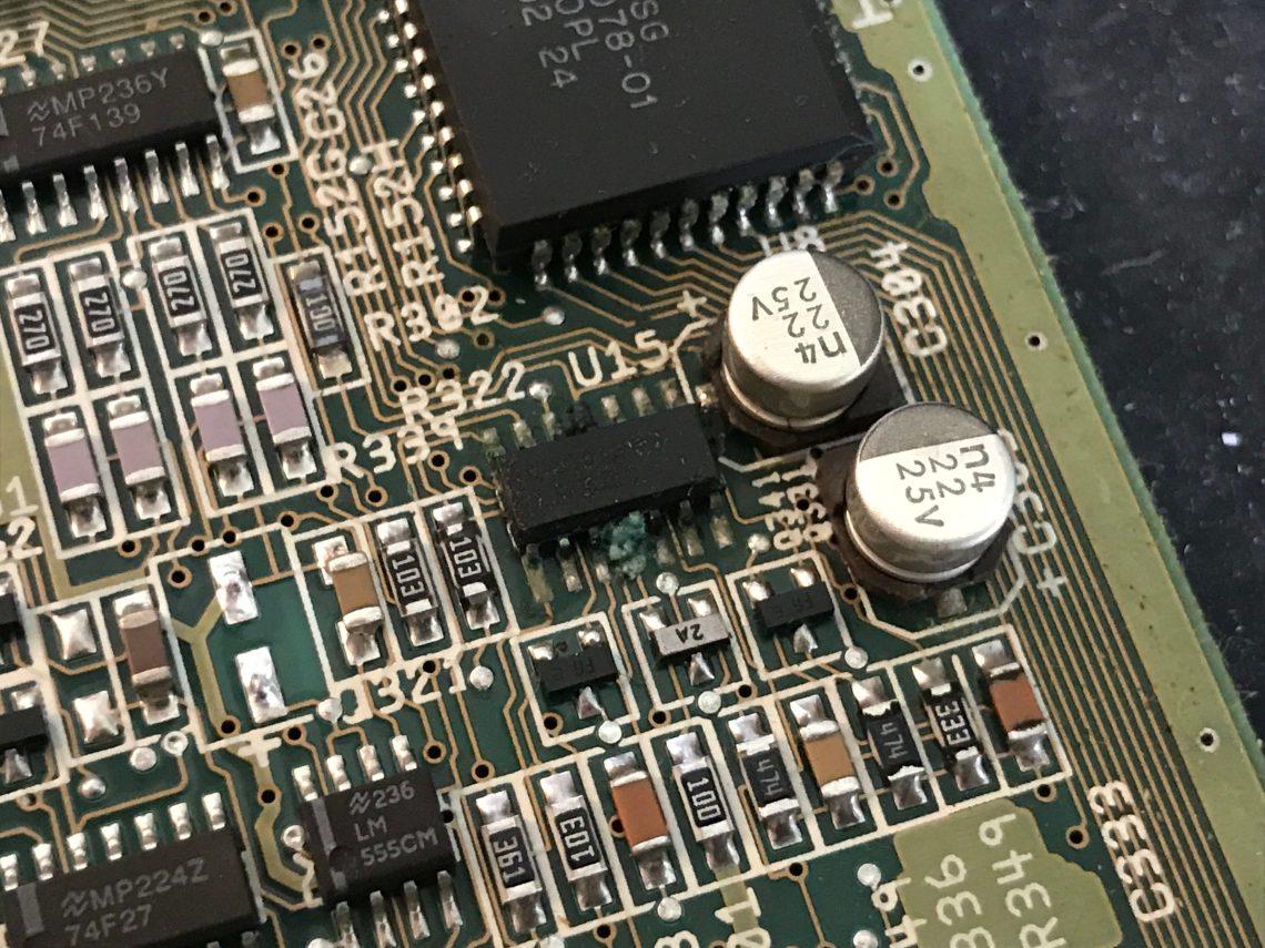 Amiga 600 with bad electrolyte leakage