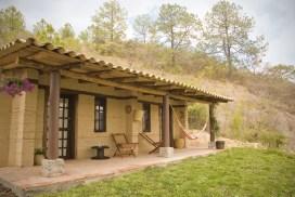 Cabañas de tierra compactada en Loma Orgánica