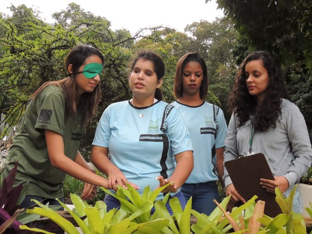 Adolescentes que integram o Projeto Florescer.