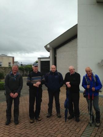 Des pèlerins irlandais accompagnent Simon au cours de cette journée de marche