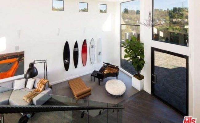 John Legend And Chrissy Teigen Buy Rihanna S Old Mansion