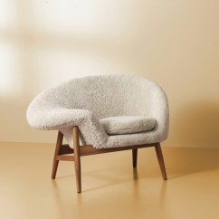 Fried Egg Chair Exercises Pictures Warm Nordic Brings Back Hans Olsen S In Sheepskin And The Was Released With Approval Of Estate It Available Hand Stitched Moonlight White Scandinavian Gray