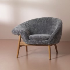 Fried Egg Chair Desk Design Warm Nordic Brings Back Hans Olsen S In Sheepskin And The Was Released With Approval Of Estate It Available Hand Stitched Moonlight White Scandinavian Gray