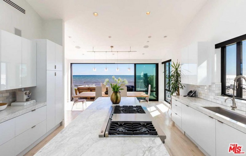 NBA Star Kevin Durant Lists Remodeled Oceanfront Home in