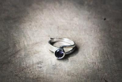 OJ10 - Silver cabachon setting with choice of : Amethyst / Peridot / Zircon / Garnet