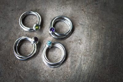 OJ9 - silver 4 band ring with choice of: Peridot / Amethyst / Zircon / Garnet