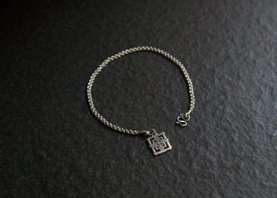 TB3B - Silver Bayon on end bracelet