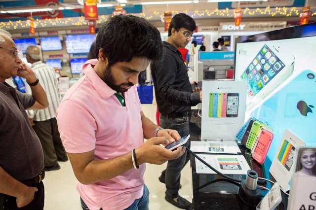 لماذا تتجه سامسونج و سوني و HTC مع فوكسكون للتصنيع في الهند؟