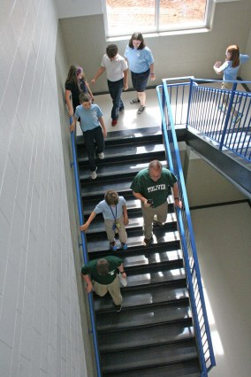Kendra Peek/kendra.peek@amnews.com Students file from the first floor to the second in the new wing of the Toliver Elementary School.