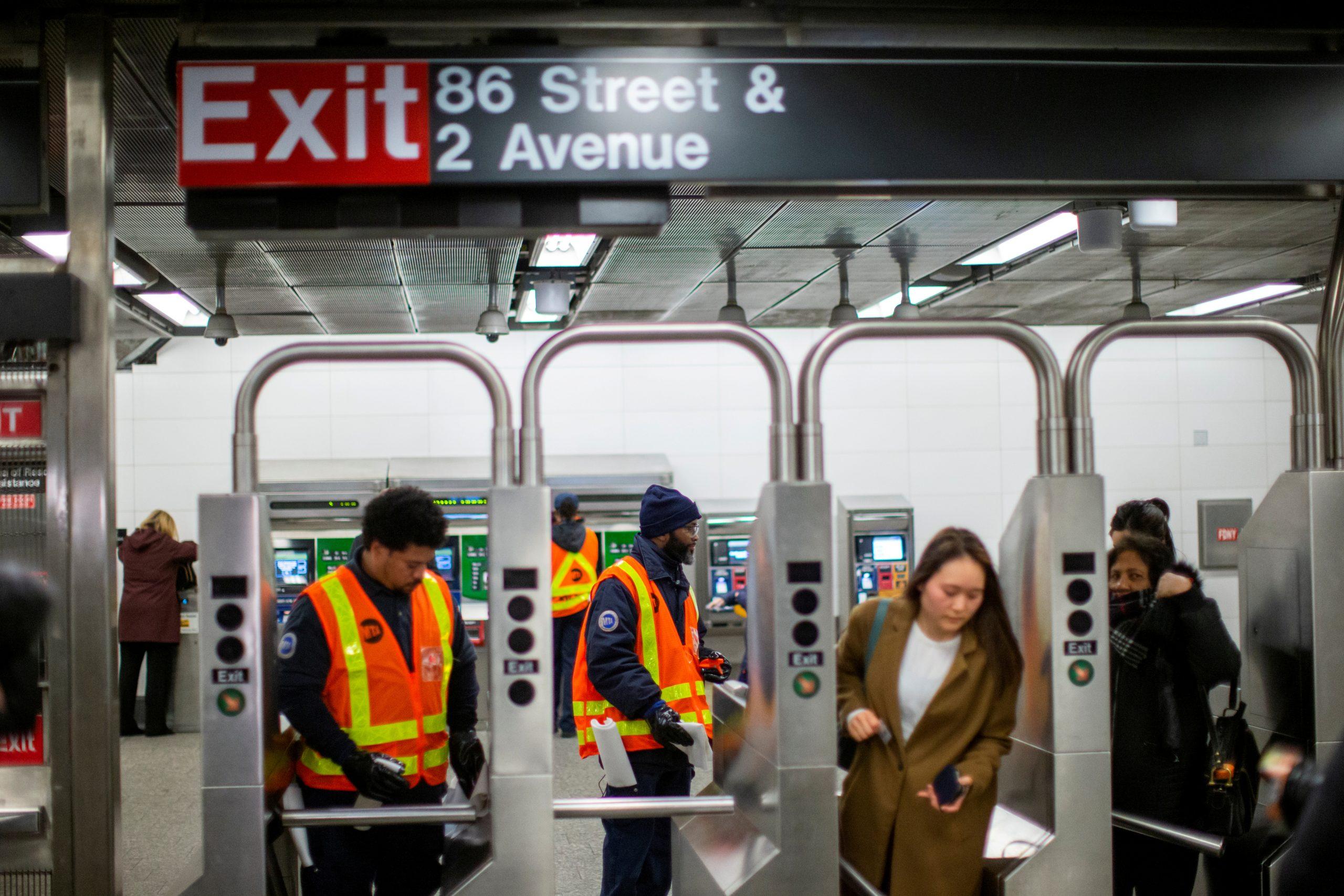 Coronavirus update: de Blasio urges New Yorkers to take extra ...