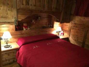Copriletto rosso cervi camera matrimoniale montagna