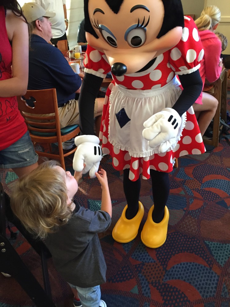 disney character dining with toddlers and babies // www.amonkeyandhismama.com