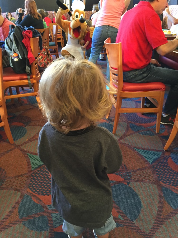 character dining tips with toddlers and babies // www.amonkeyandhismama.com