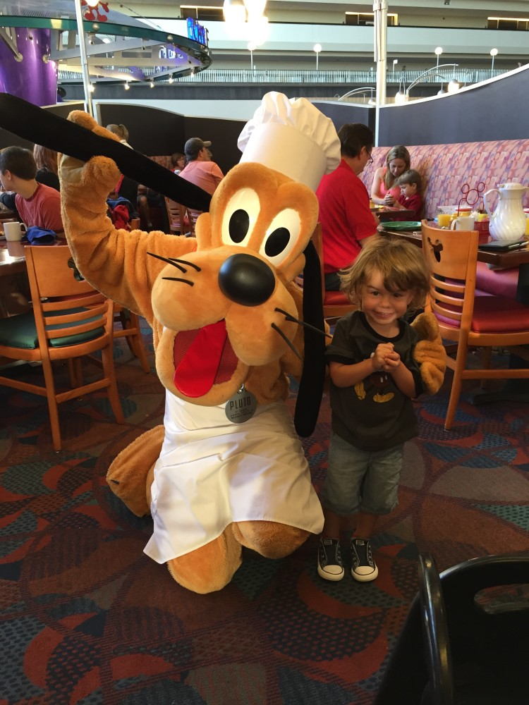 character dining with baby and toddler in disney world // www.amonkeyandhismama.com