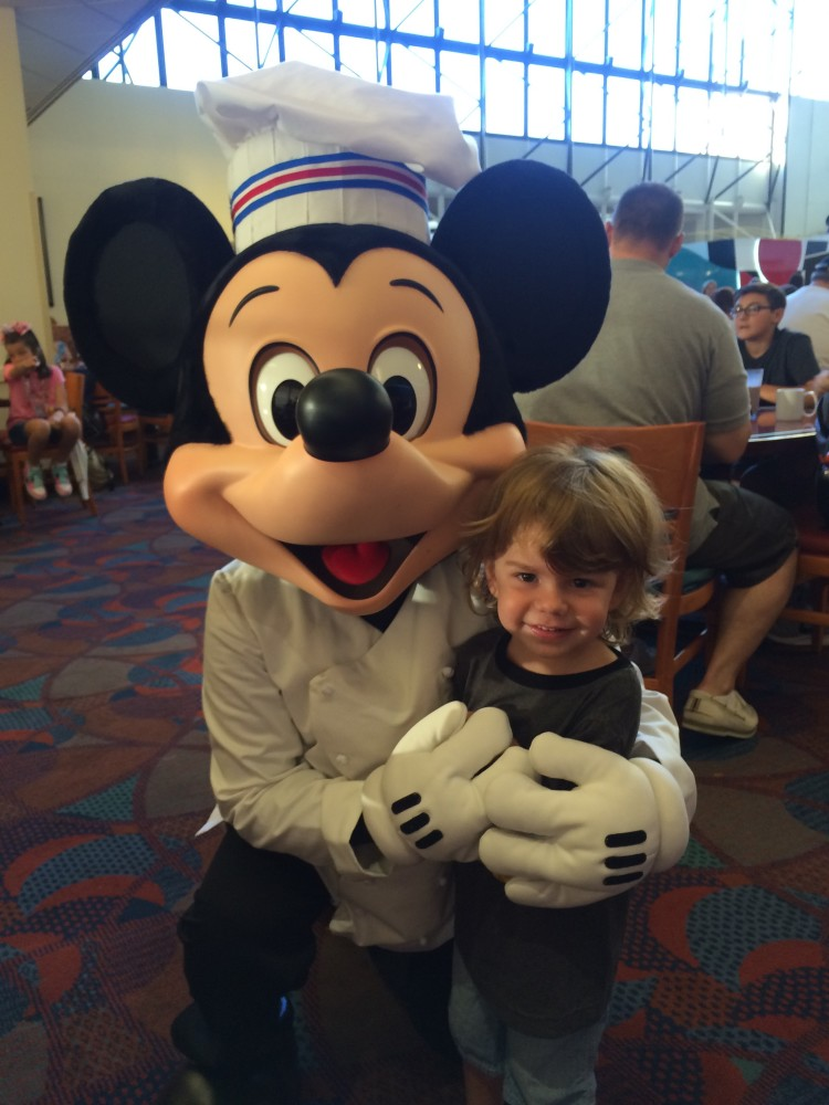 tips for disney character dining with baby and toddler // www.amonkeyandhismama.com