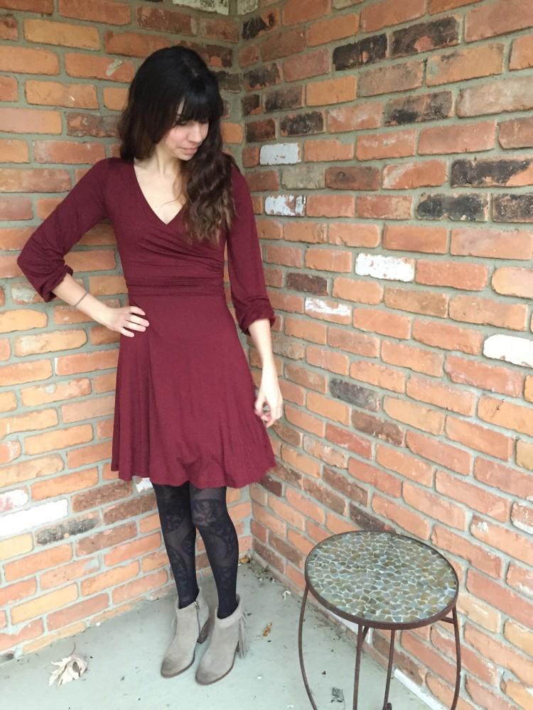 gilli cambria dress in burgundy // www.amonkeyandhismama.com