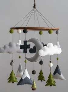 woodland nursery ideas - boy room - felt mountain mobile