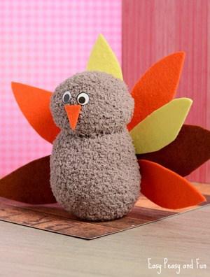turkey kid craft - fall kid craft - thanksgiving kid craft - amorecraftylife.com #kidscraft #craftsforkids #preschool