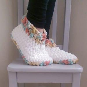 slipper crochet patterns - crochet pattern pdf - hat crochet pattern - amorecraftylife.com #crochet #crochetpattern