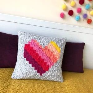 heart pillow crochet pattern - heart crochet pattern- crochet pattern pdf - valentines day pattern- amorecraftylife.com #heart #crochet #crochetpattern