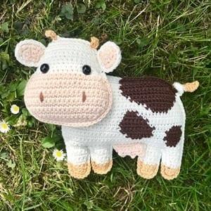 cow crochet pattern- amorecraftylife.com #crochet #crochetpattern #diy