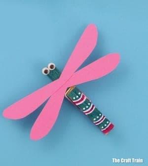 dragonfly Kid Crafts- amorecraftylife.com #kidscrafts #craftsforkids #preschool